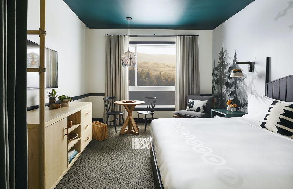 guest room at El Capitan Hotel