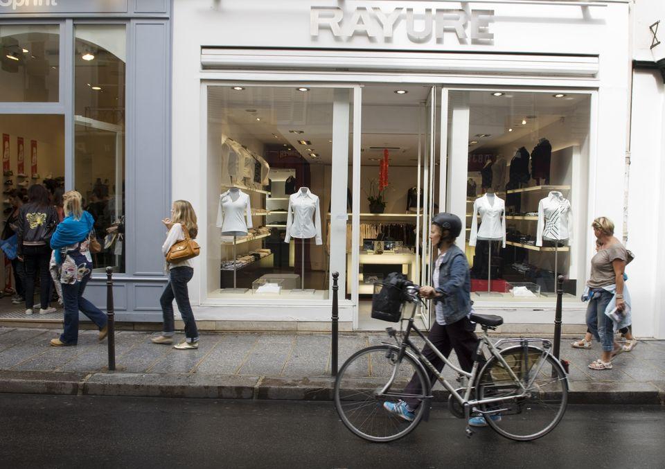 b894e74369e Summer and Winter Sales in Paris