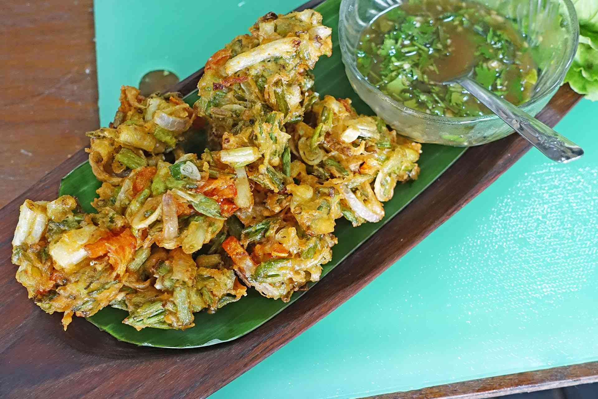 plate of A kyaw sone (fried vegetable fritters)