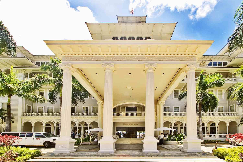 Hawaii, Oahu, Waikiki, front upward view of Moana Hotel