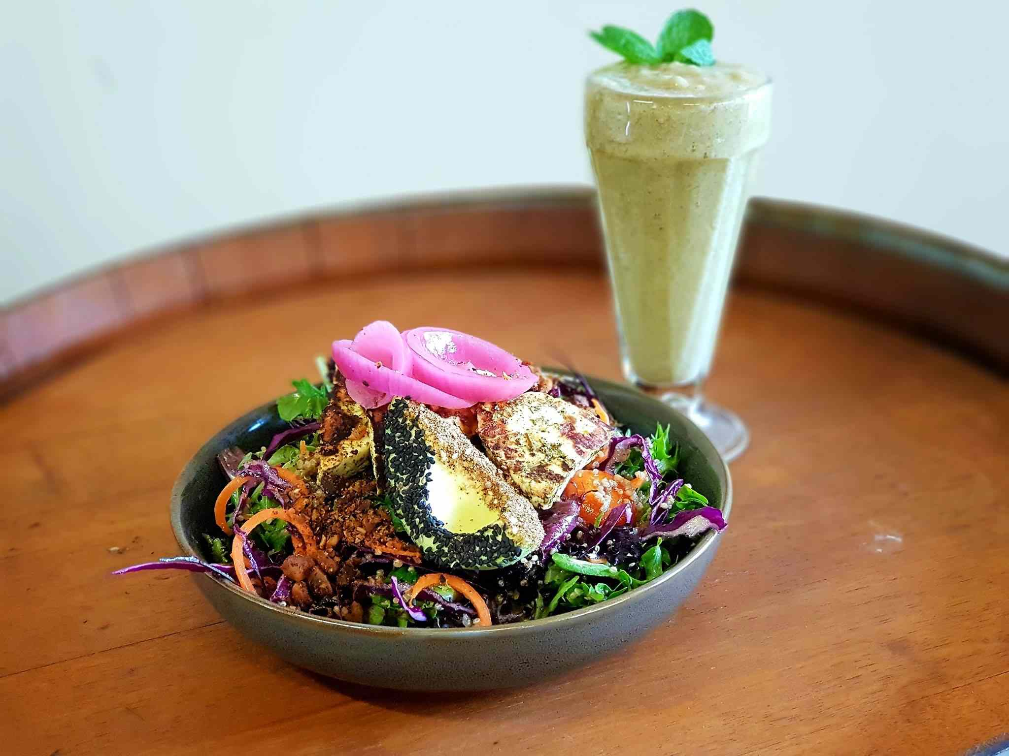 Halloumi salad with bush food smoothie from Kungas Can Cook
