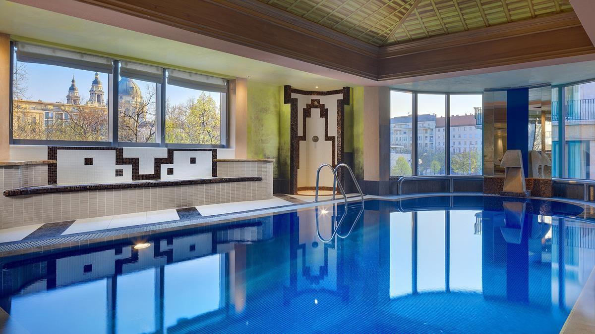Kempinski Hotel Corvinus Budapest swimming pool