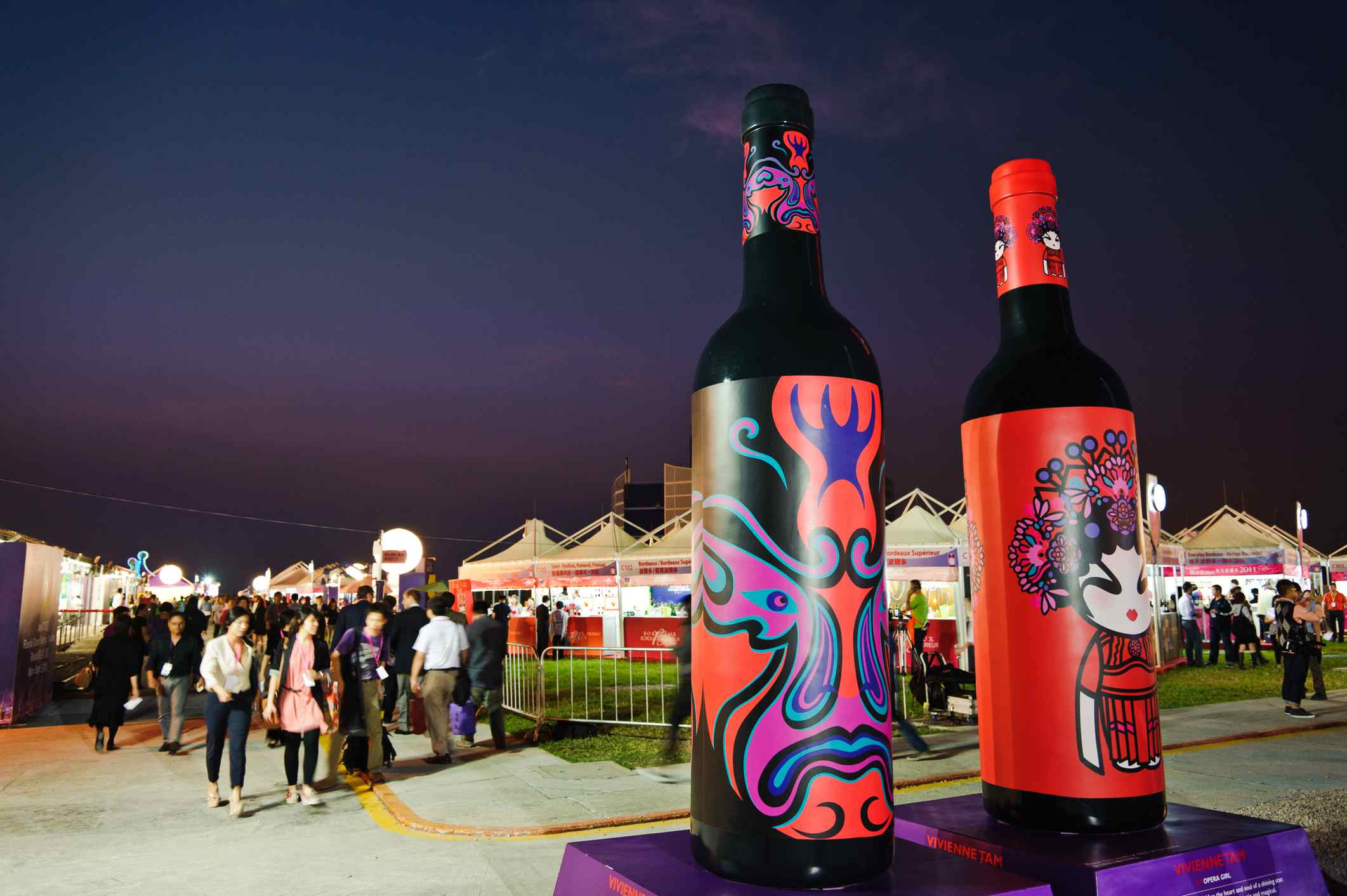 Botellas pintadas con máscara de ópera de Beijing , Festival de Vinos y Cenas en Hong Kong