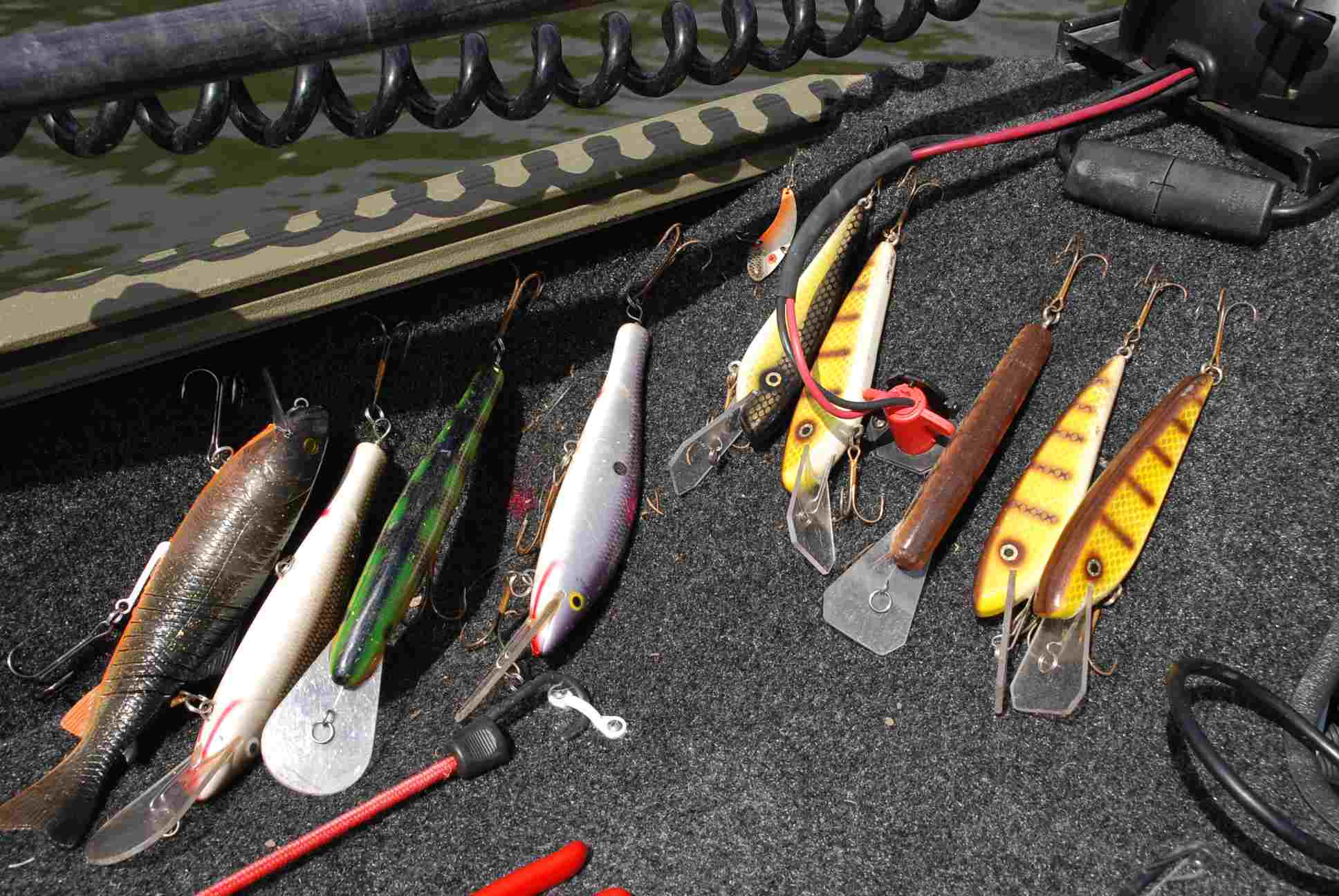 Large plugs for muskie fishing