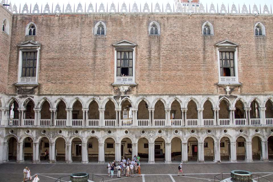 Tour groups around Doge's Palace