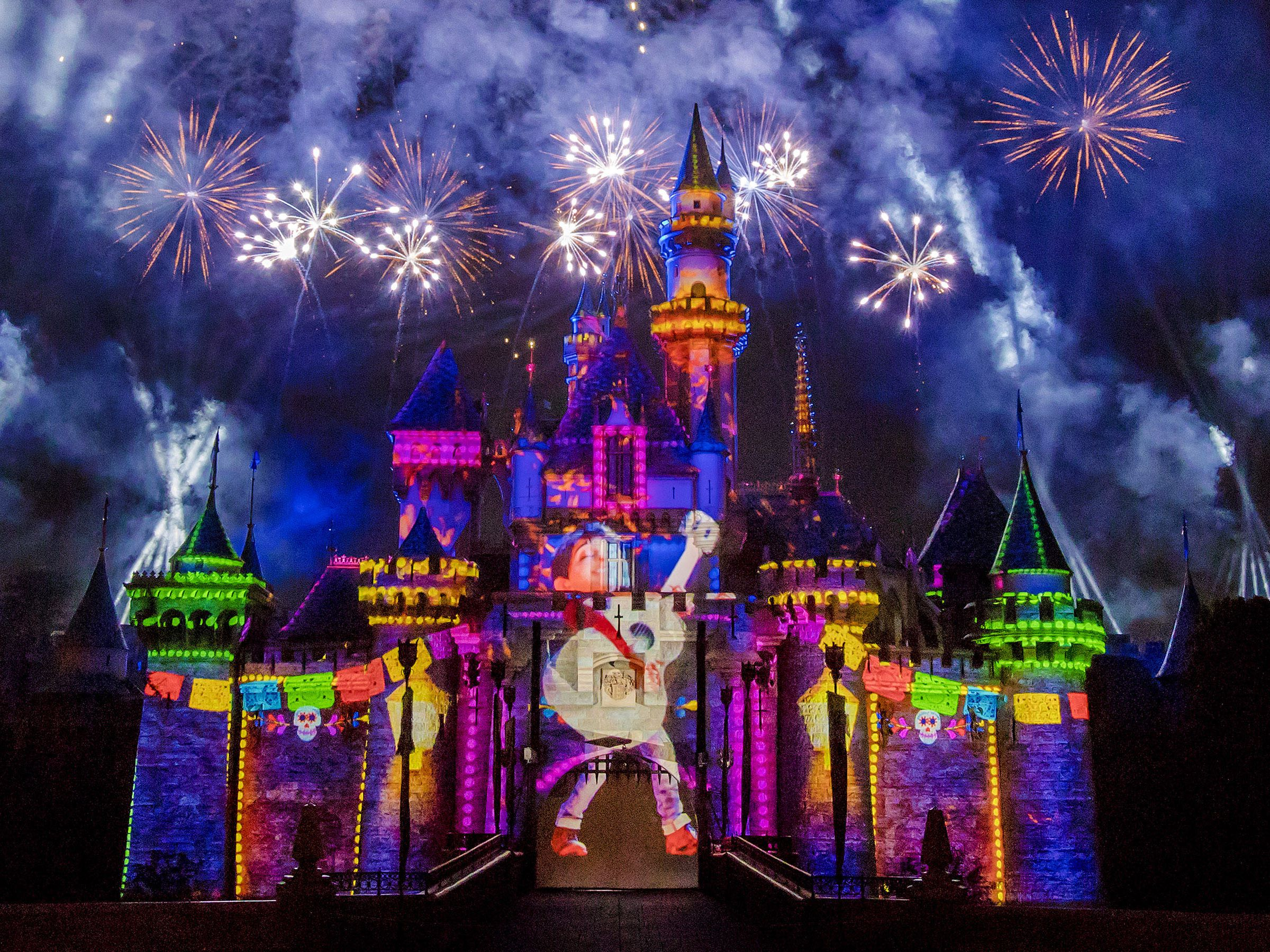 Rolling Sky Halloween Night.Disneyland Fireworks What You Need To Know