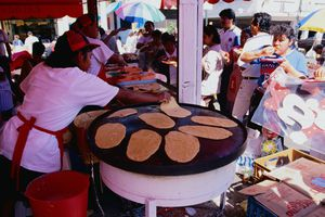 Cooking tortillas in the open air - Mexico City