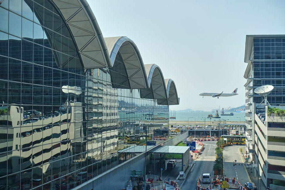 Avión aterrizando en HKIA