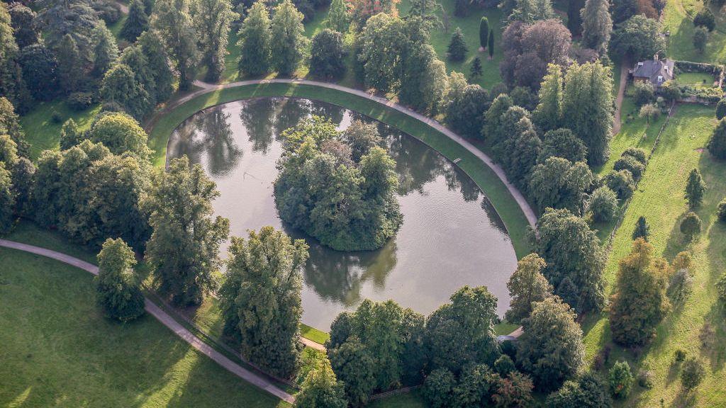 Althorp Princess Diana S Childhood Home Burial Site
