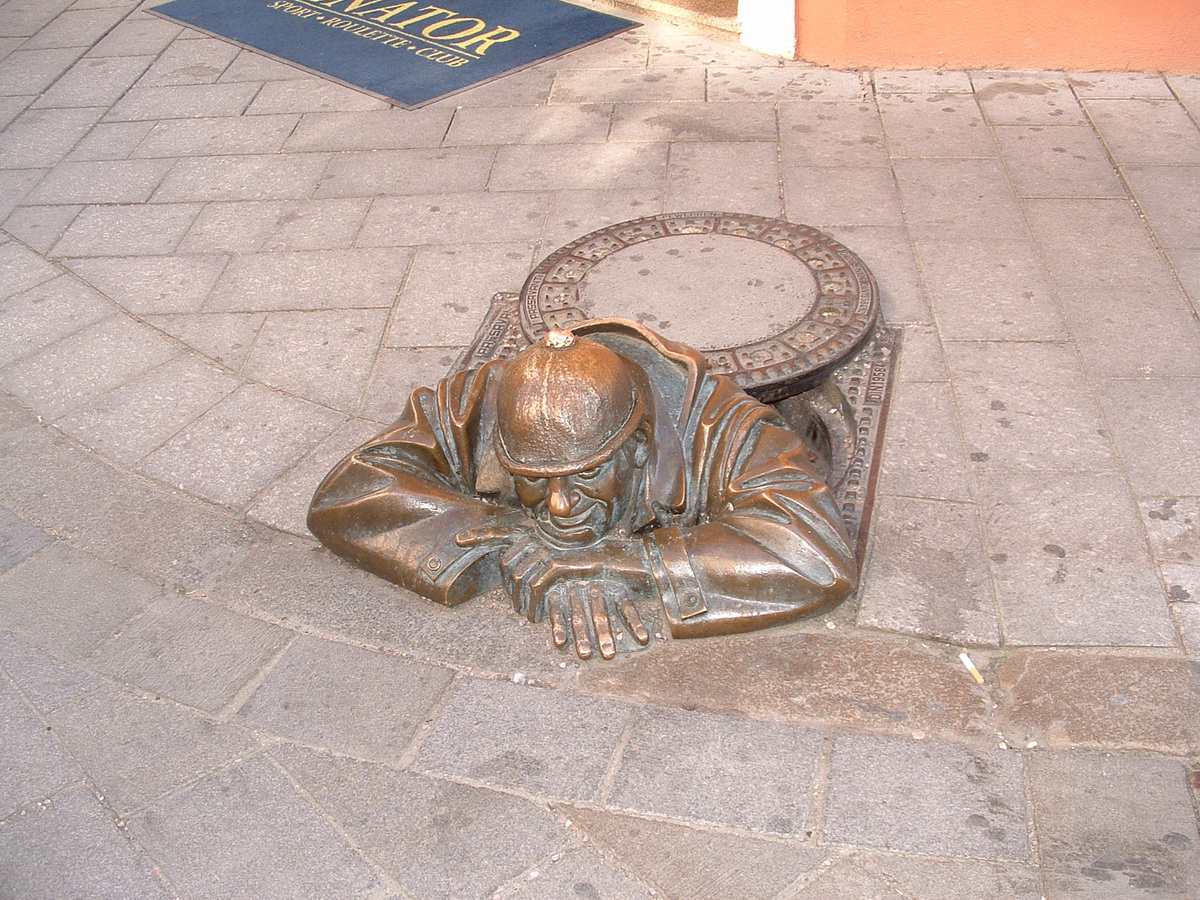 Cumil Statue - Man at Work in Bratislava