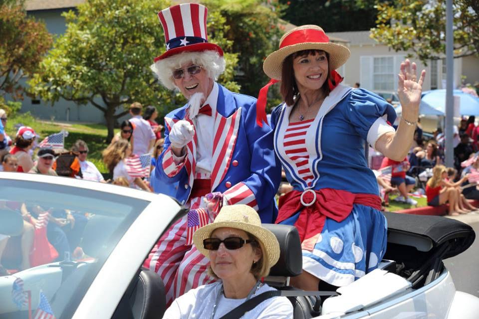 Desfile del cuatro de julio con la Cámara de Comercio Costera de LAX