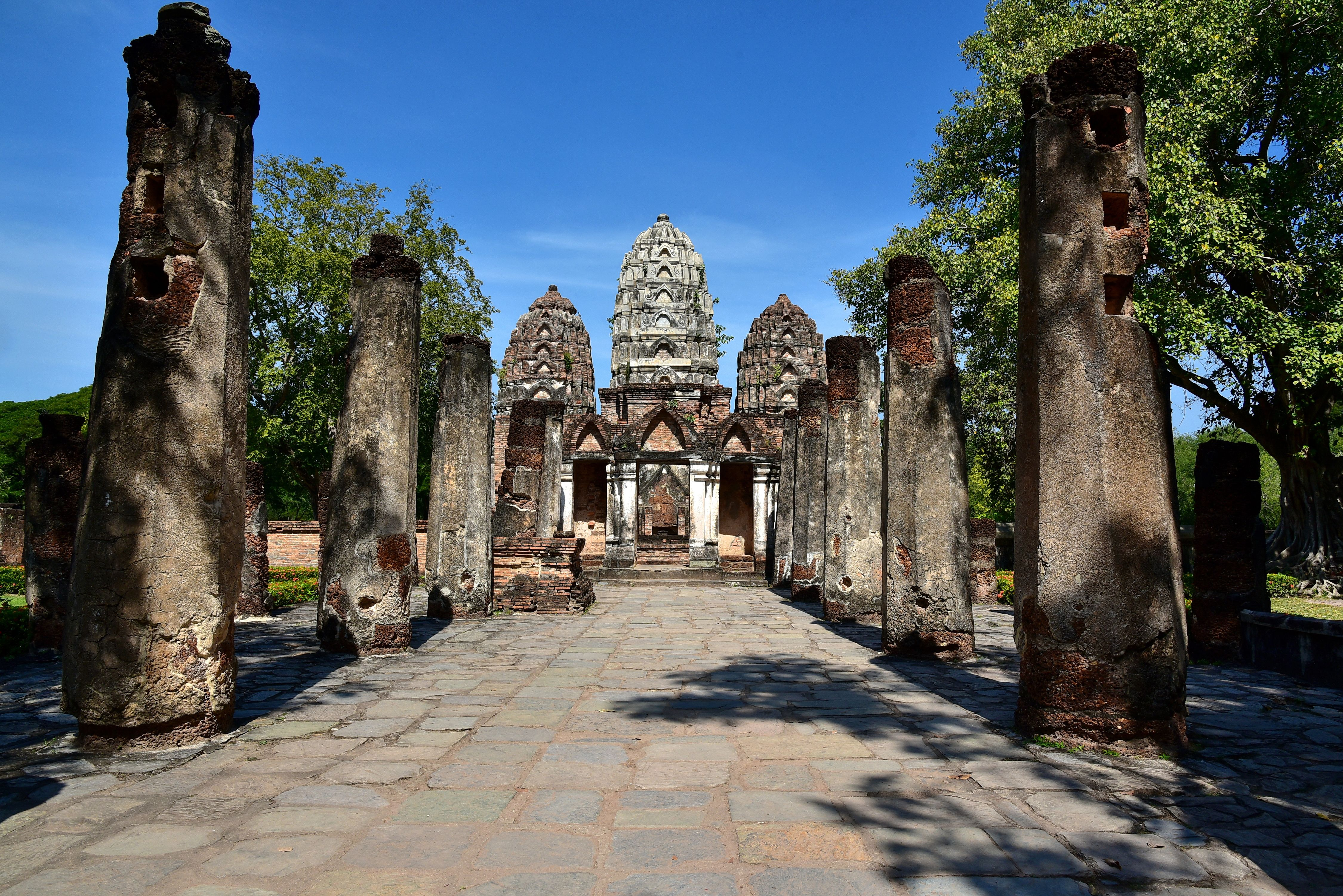 Wat Si Sawai, a temple in Sukhothai with Khmer architecture