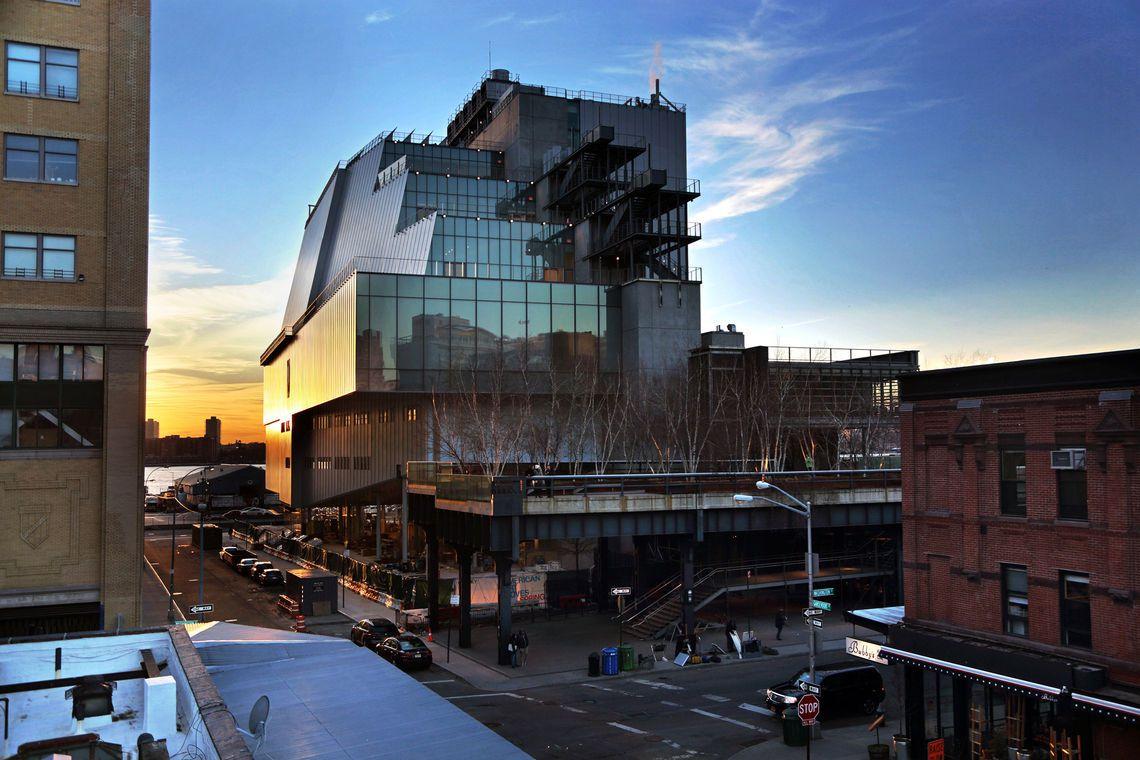 Plano exterior de la Terminal Grand Central con el edificio Chrysler al fondo