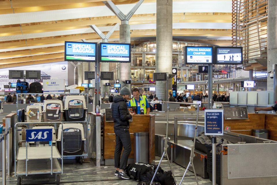 Interior del aeropuerto internacional de Oslo Gardermoen