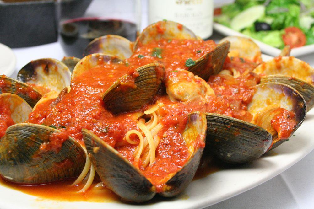 Mussels and pasta at La Famiglia Giorgio's, Boston, East end