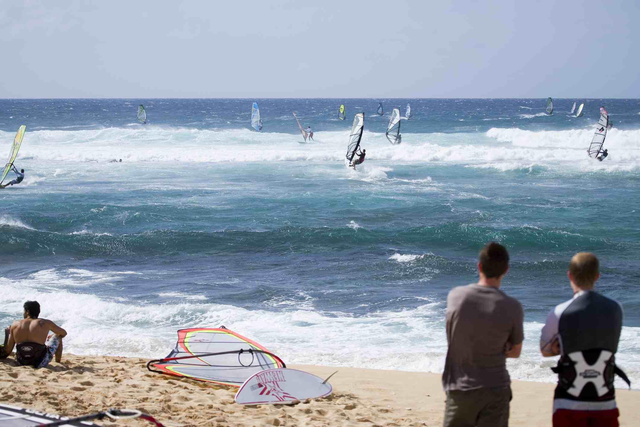 Watching windsurfers at Ho'okipa Beach, Pai'ia, North Shore.