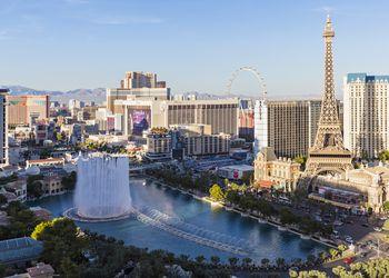 USA, Nevada, Las Vegas, Strip, fountain of hotel Bellagio and Eiffel Tower