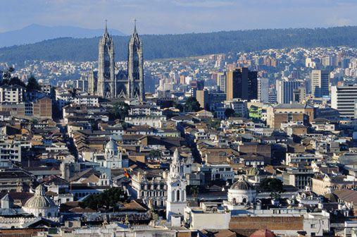 Quito y Pichincha vistos desde El Panecillo