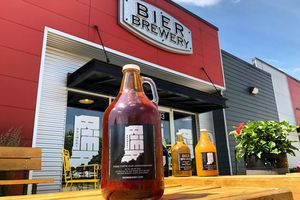 growler in front of the entrance of Bier Brewery