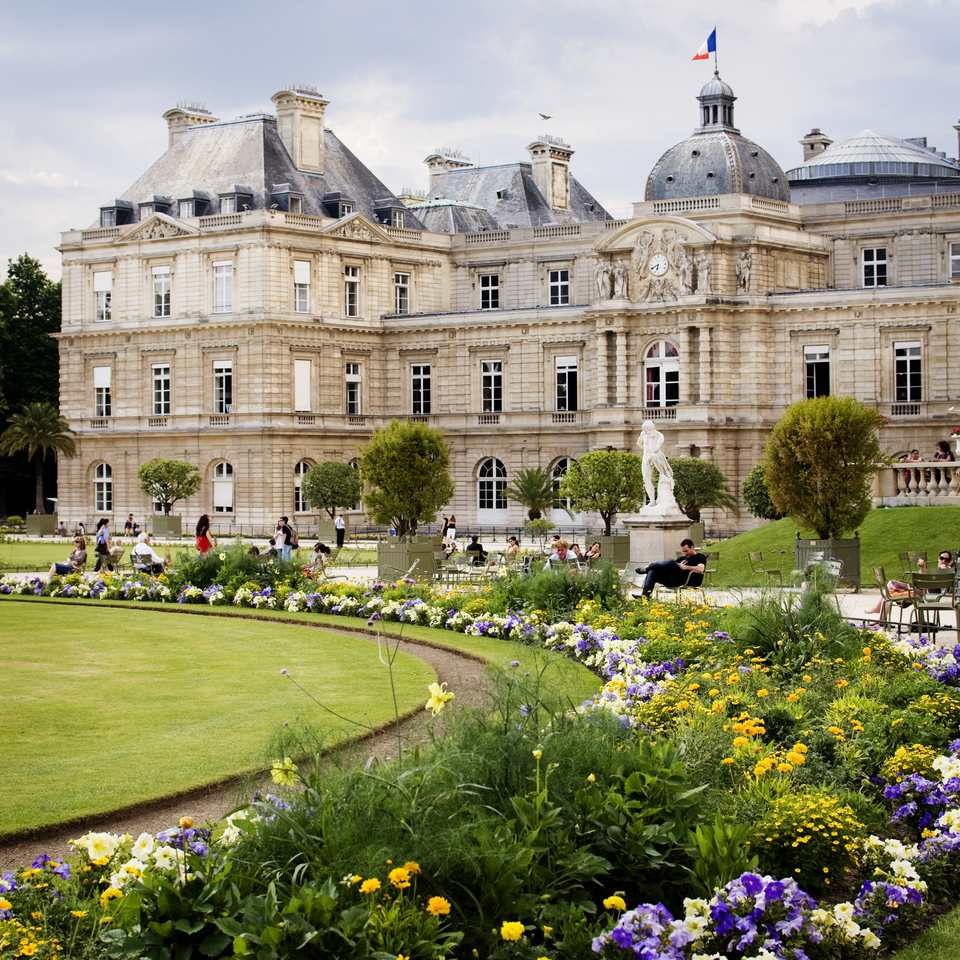 the senate and floral borders at the jardin du luxembourg - Le Jardin Du Luxembourg
