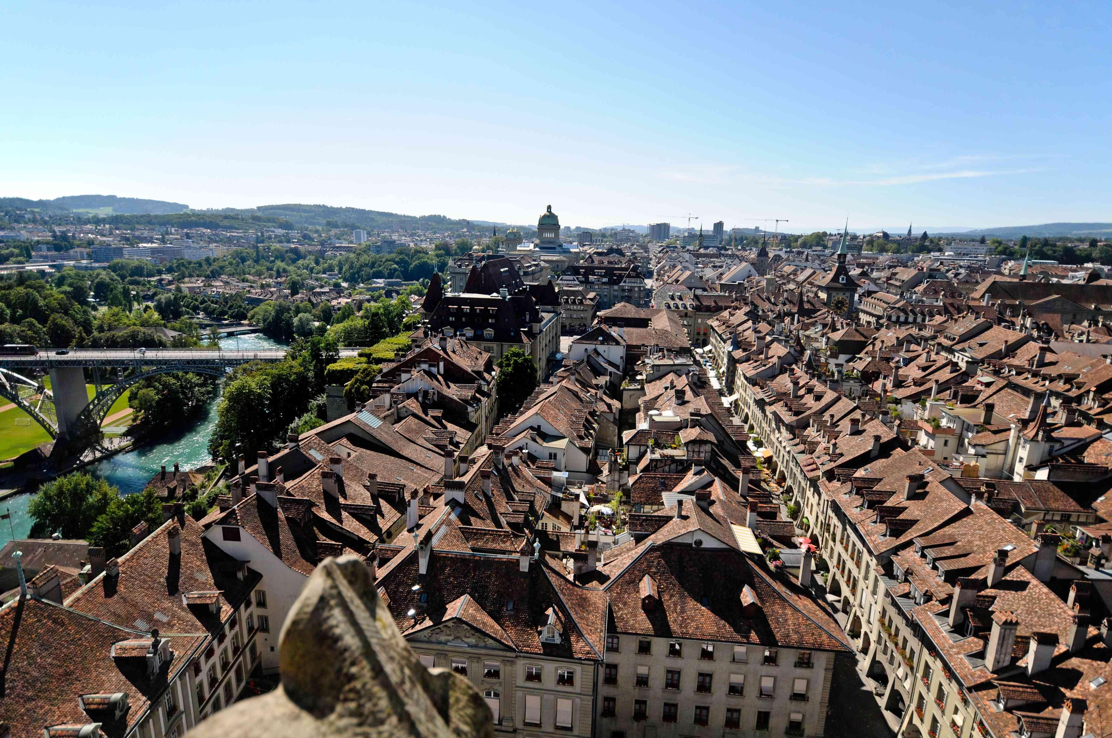 vista aérea de los edificios de techos marrones en el Altstadt de Berna