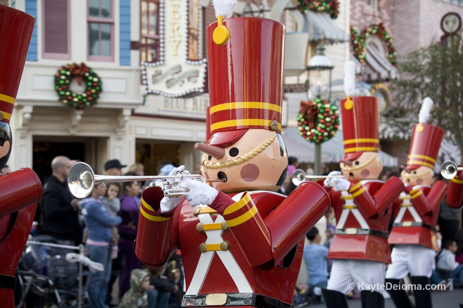 christmas at disneyland and disney california adventure - When Does Disneyland Decorate For Christmas