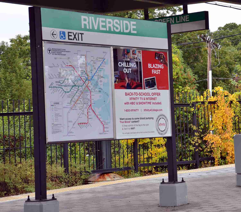 La línea verde T a Boston en Riverside