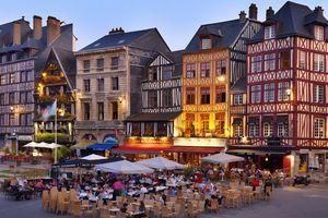 France, Normandy, Seine-Maritime, Rouen, Place du Vieux-Marche, Cafe scene at dus
