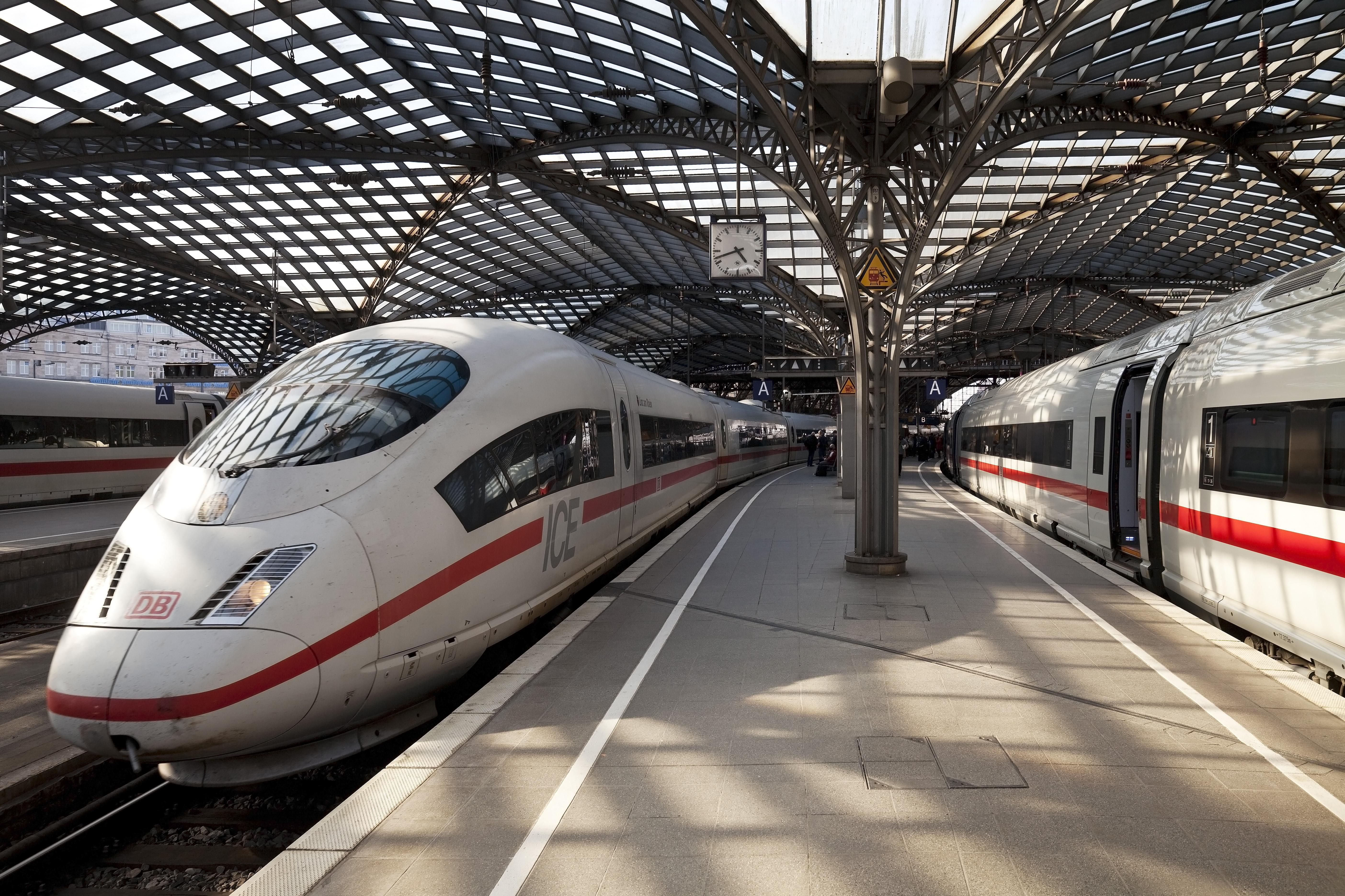 Cologne Central Station, Platform, Intercity ICE, Cologne, Rhineland, North Rhine-Westphalia, Germany