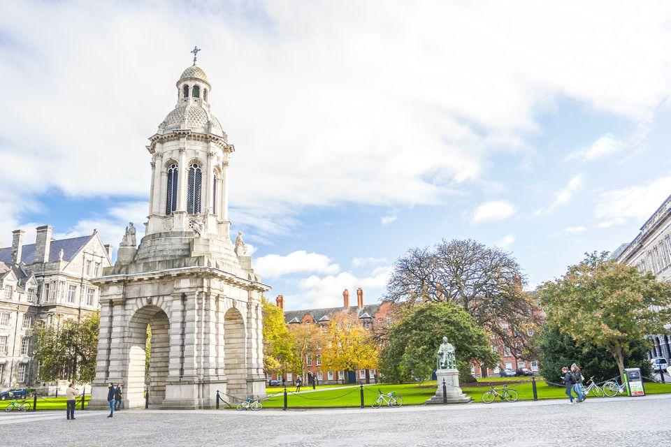 patio del Trinity College en Dublín, Irlanda
