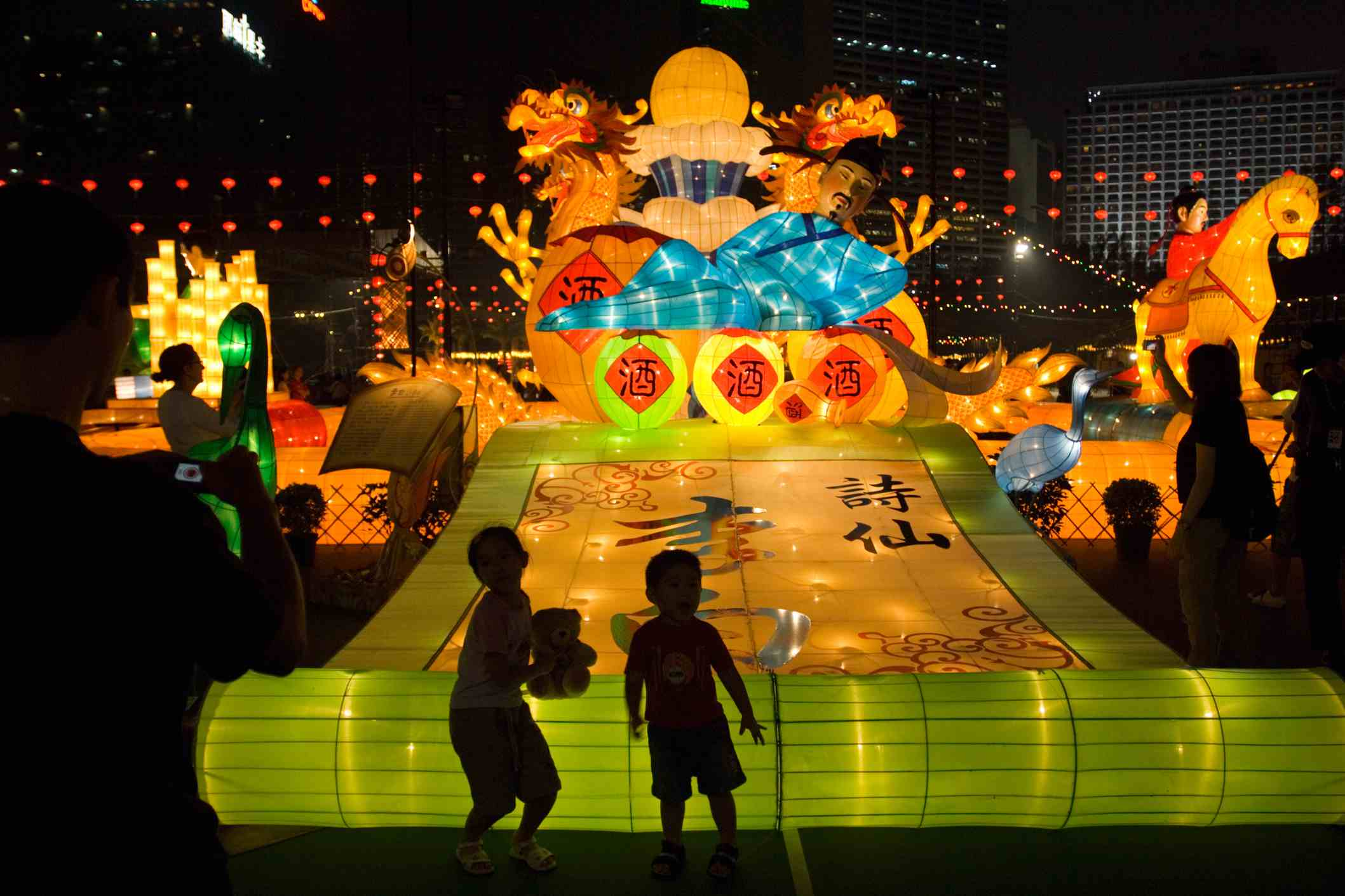 a33abf190 Children play near giant lanterns illuminated for the Mid-Autumn Festival  in Hong Kong