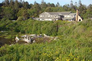 Kalaloch Lodge overlooks a scenic Pacific Ocean beach in Washington's Olympic National Park.