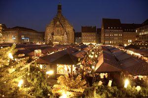 Christmas Market (Weihnachtsmarkt) & Frauenkirche, N|rnberg (Nuremberg), Bavaria, Germany