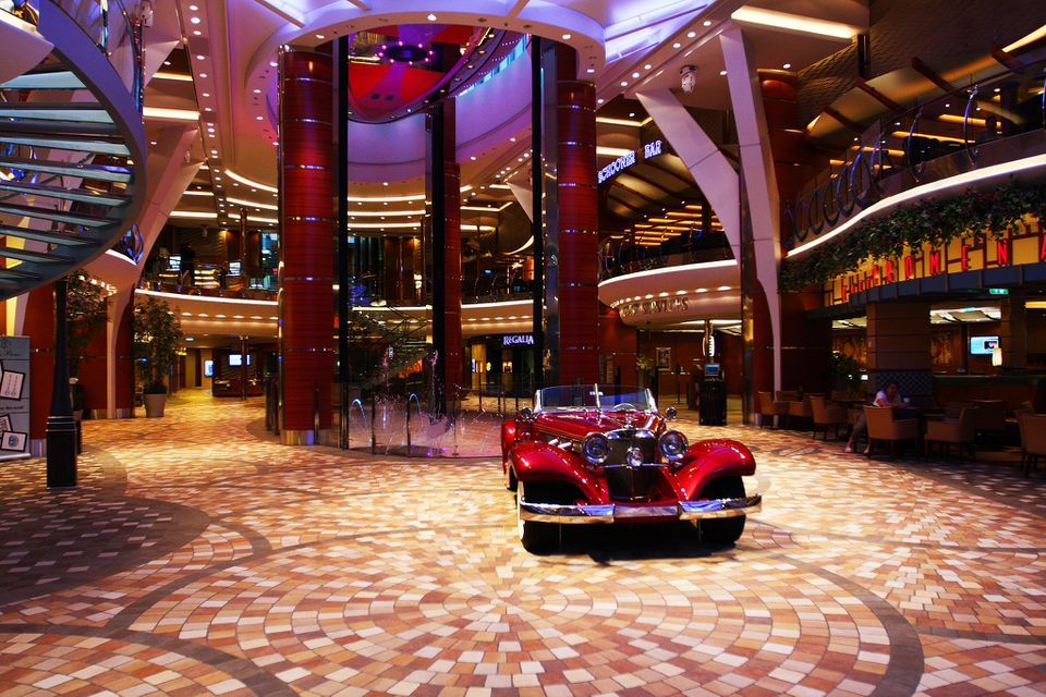 El interior del paseo Allure of the Seas
