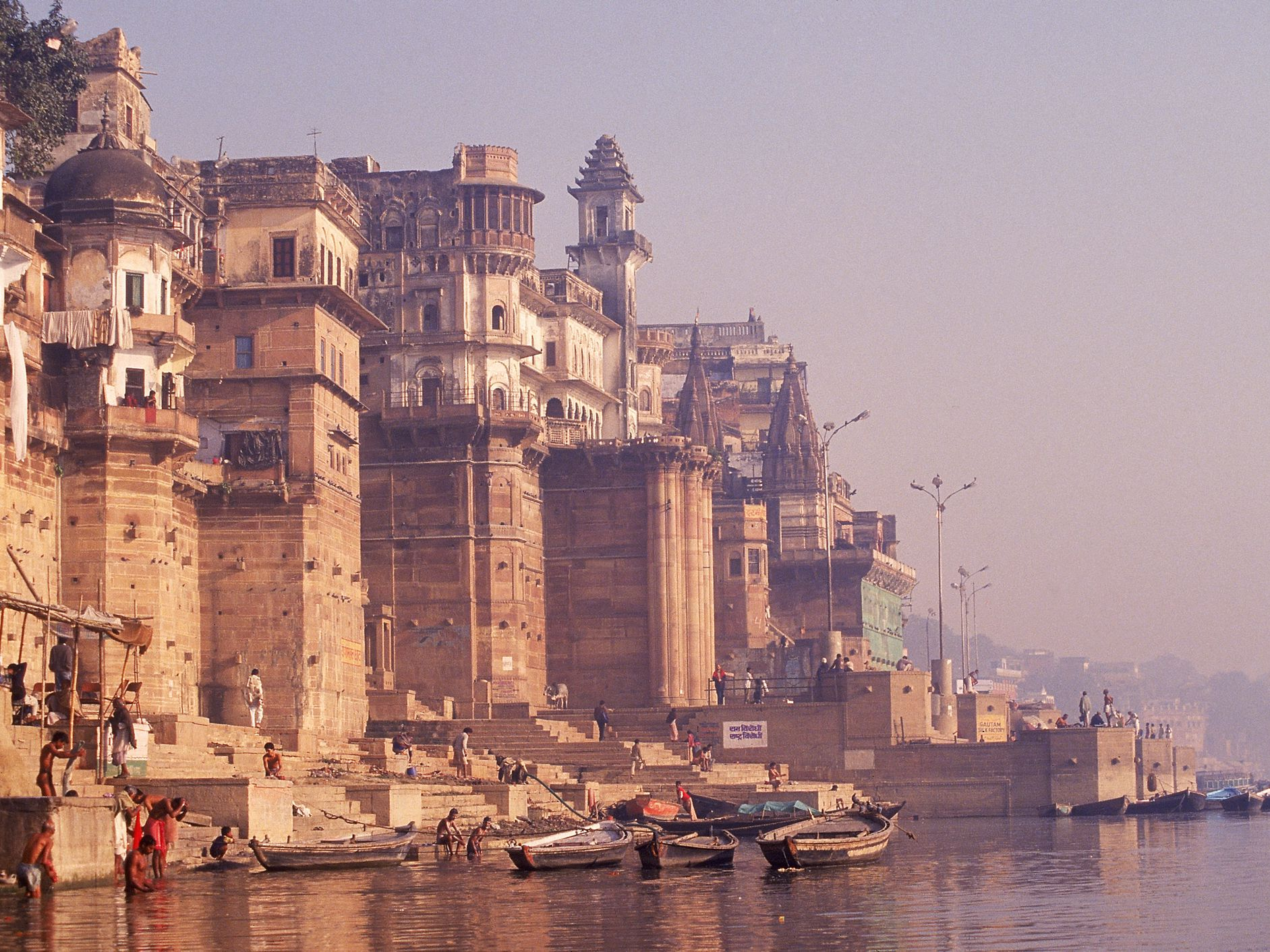 8 Important Ghats in Varanasi that You Must See
