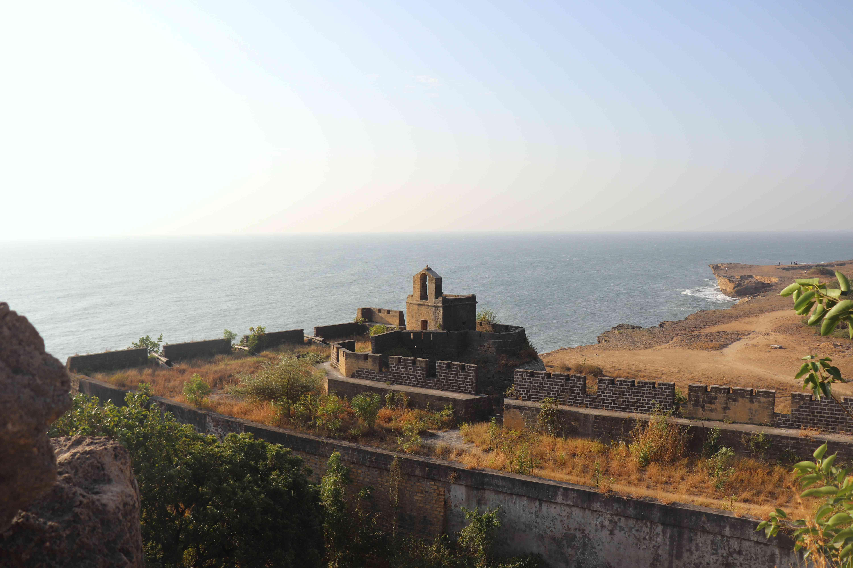 Ruina antigua por mar
