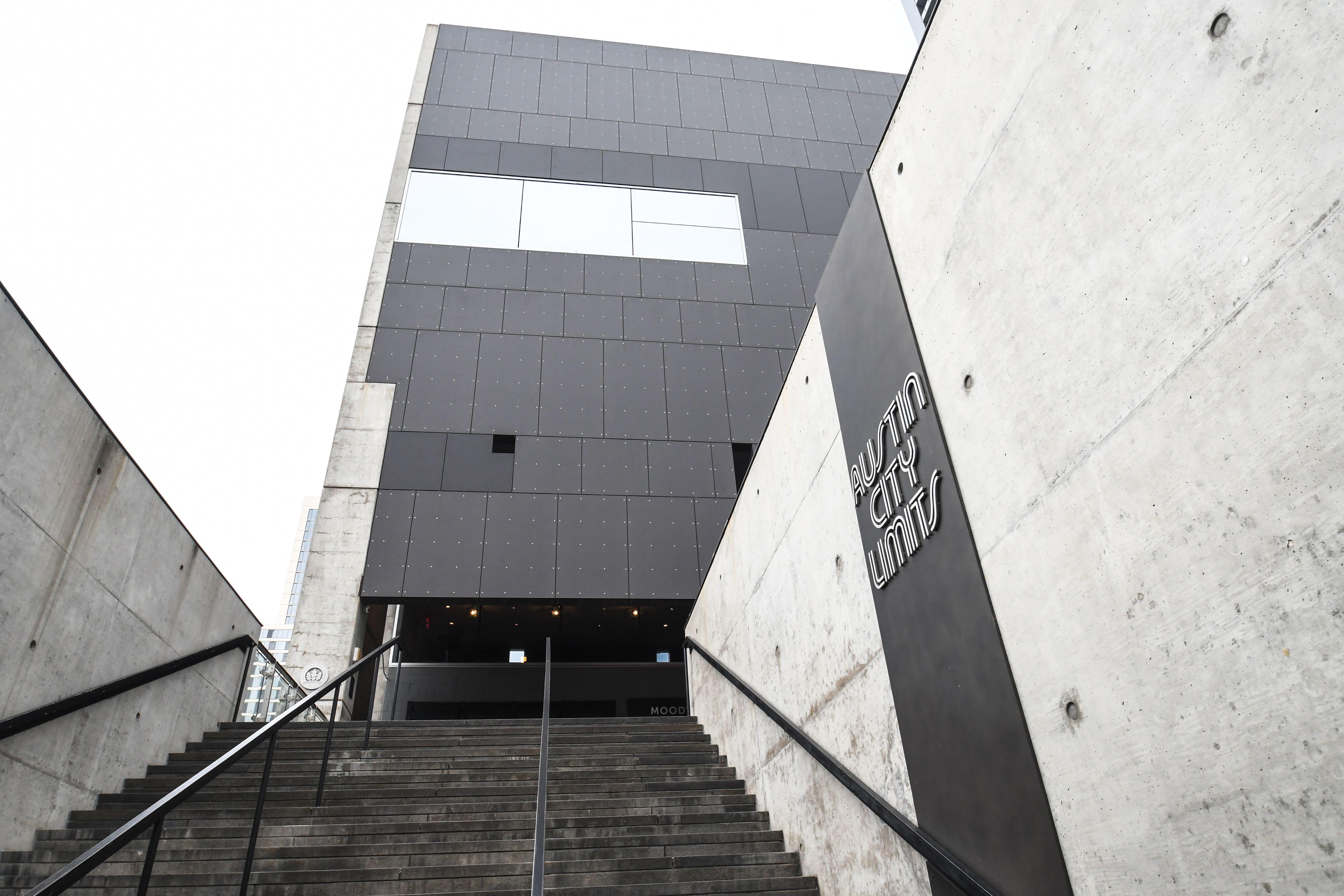 Escaleras hasta el Teatro Moody