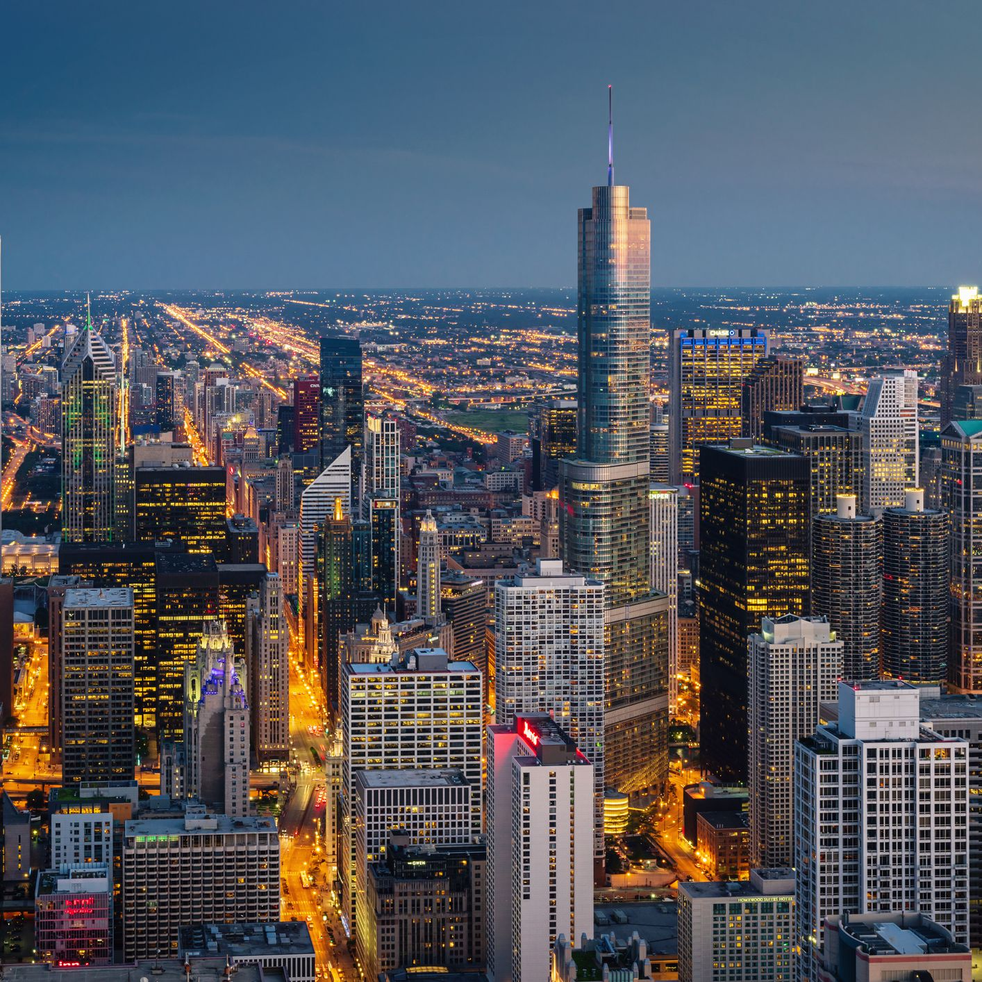 Nightlife in Chicago: Best Bars, Clubs, & More