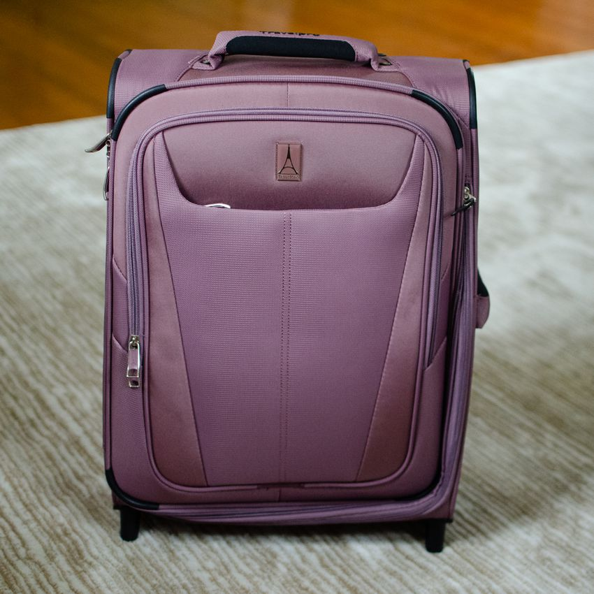 Travelpro Maxlite 5 International Expandable Carry-On Spinner