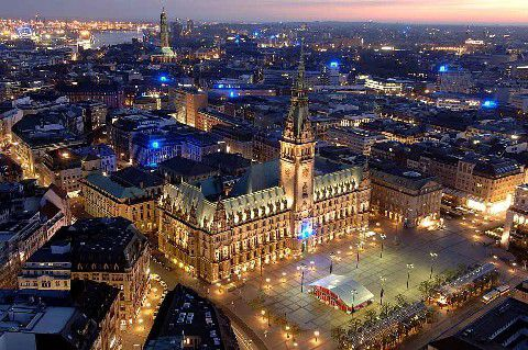 Hamburgs cityscape and its illuminated Town Hall at night