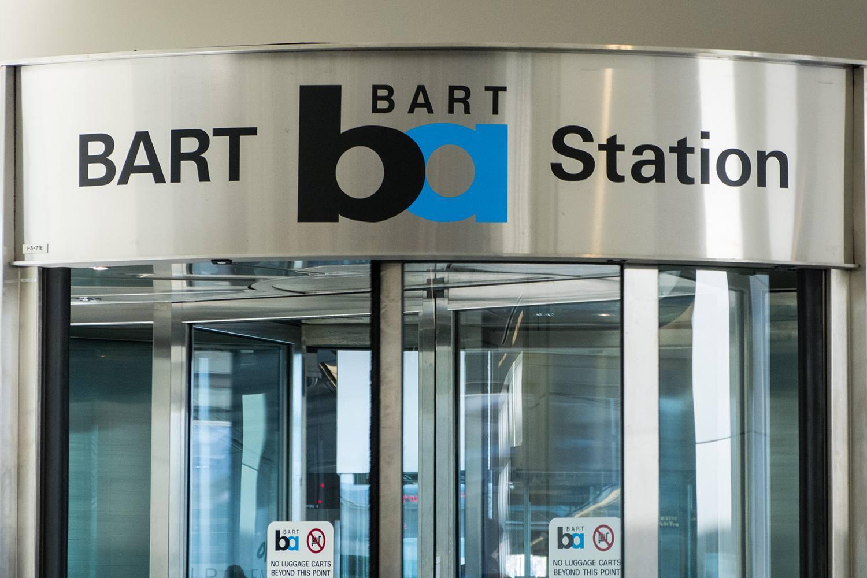 Entrada BART en la terminal internacional de la OFS