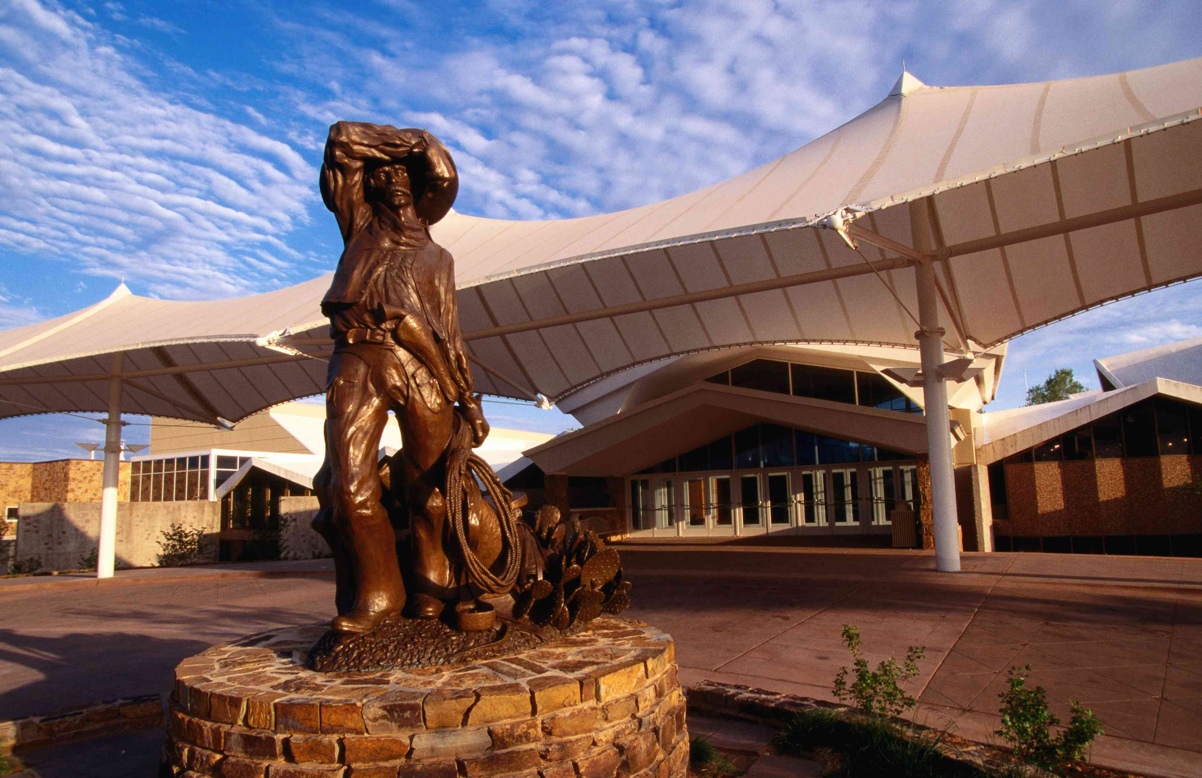 'Welcome Sunset' statue outside National Cowboy & Western Heritage Museum.