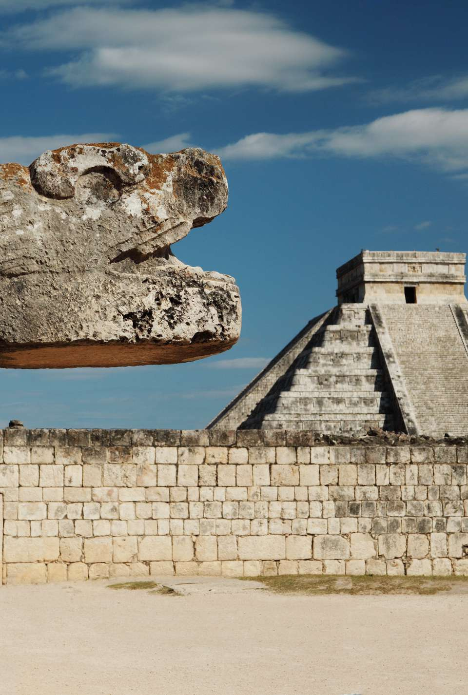 Chichenitza ruins - composition with serpent head and pyramid of Kukulkan during the Spring Equinox