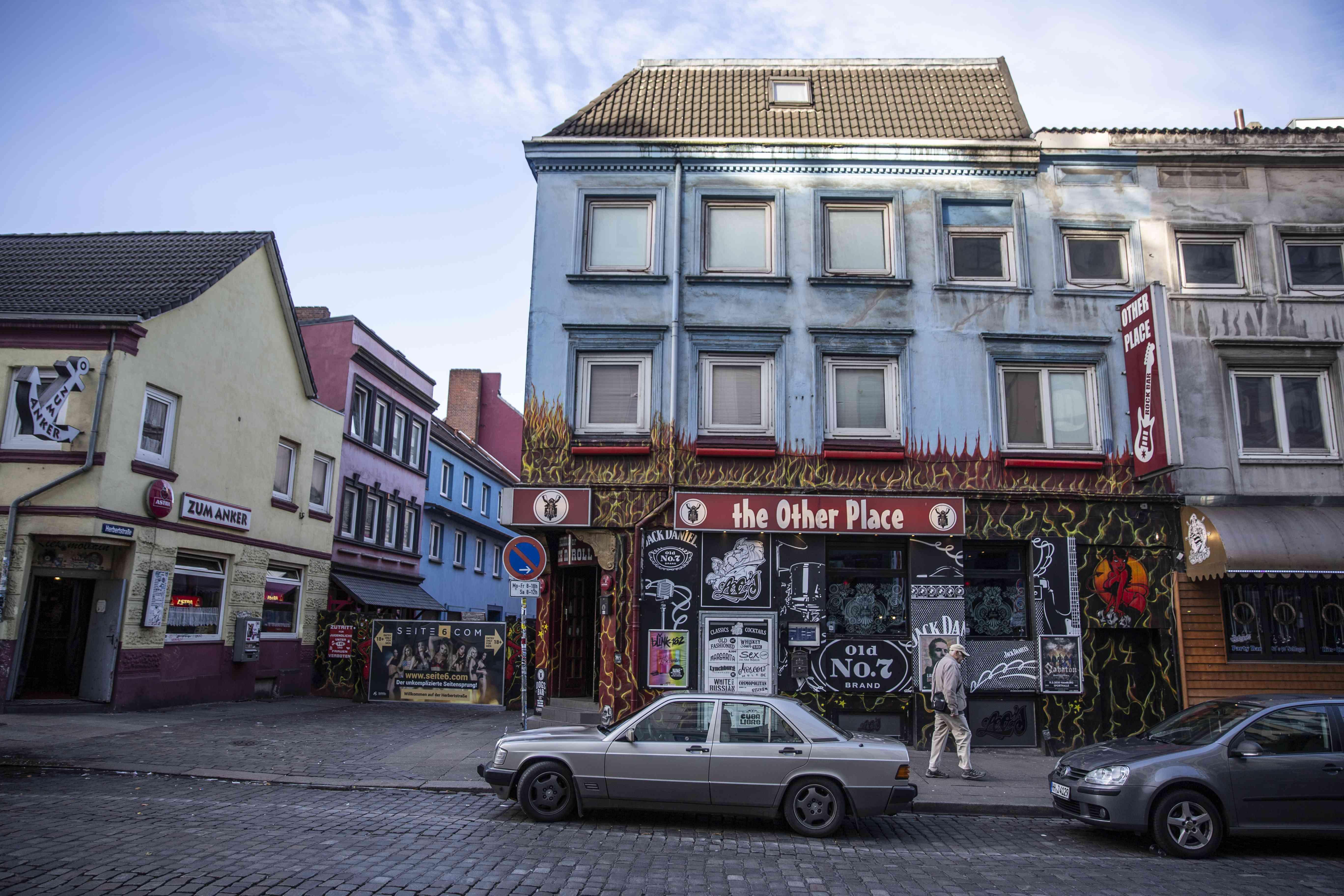 Grungy dive bars on the Reeperbahn