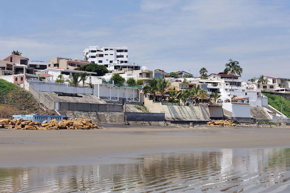 Ecuador, Manta: Murciélago Beach.