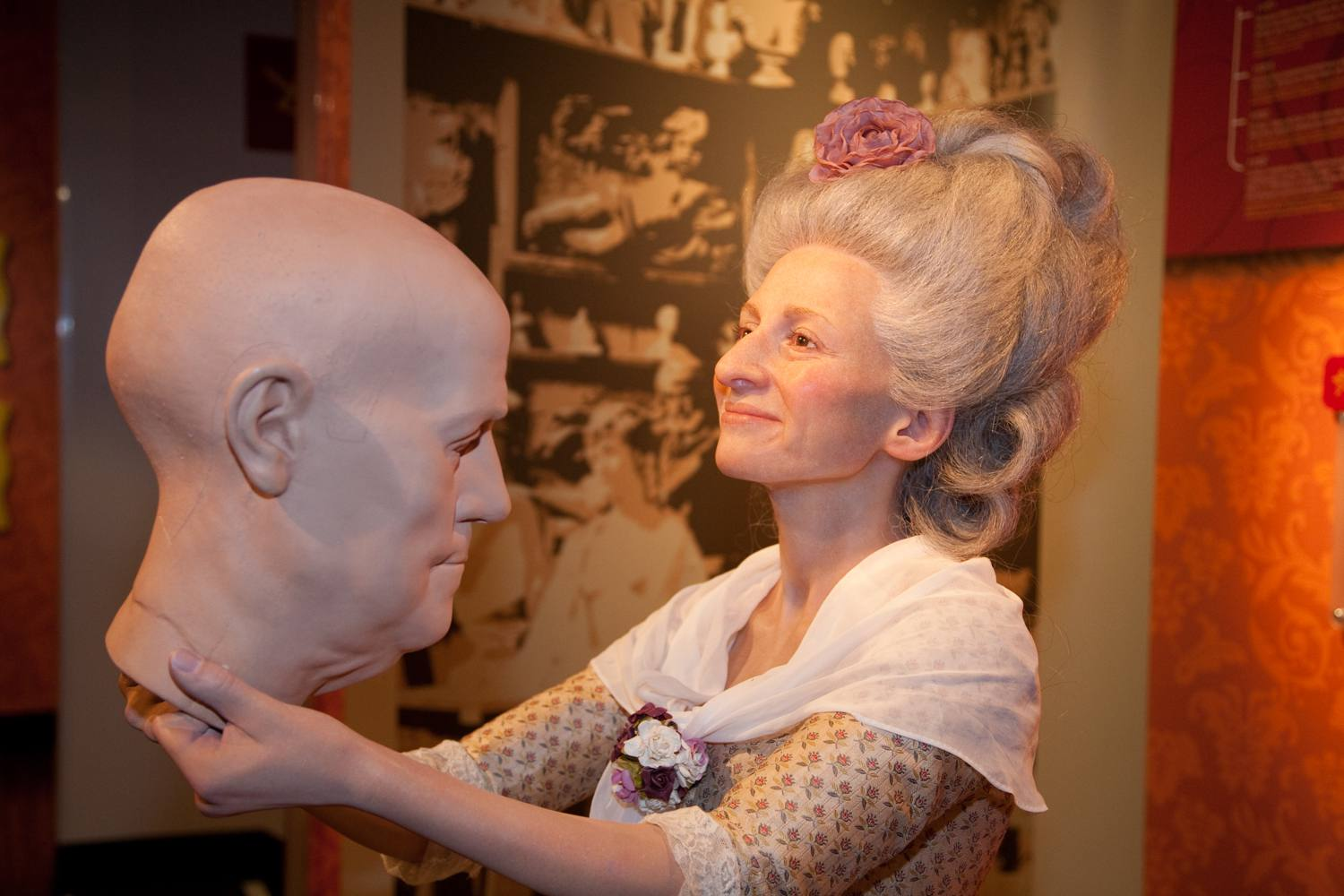 A figure of Madame Tussaud holding a wax head at Madame Tussauds Hollywood