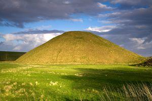Silbury Hill, Wiltshire, UK.