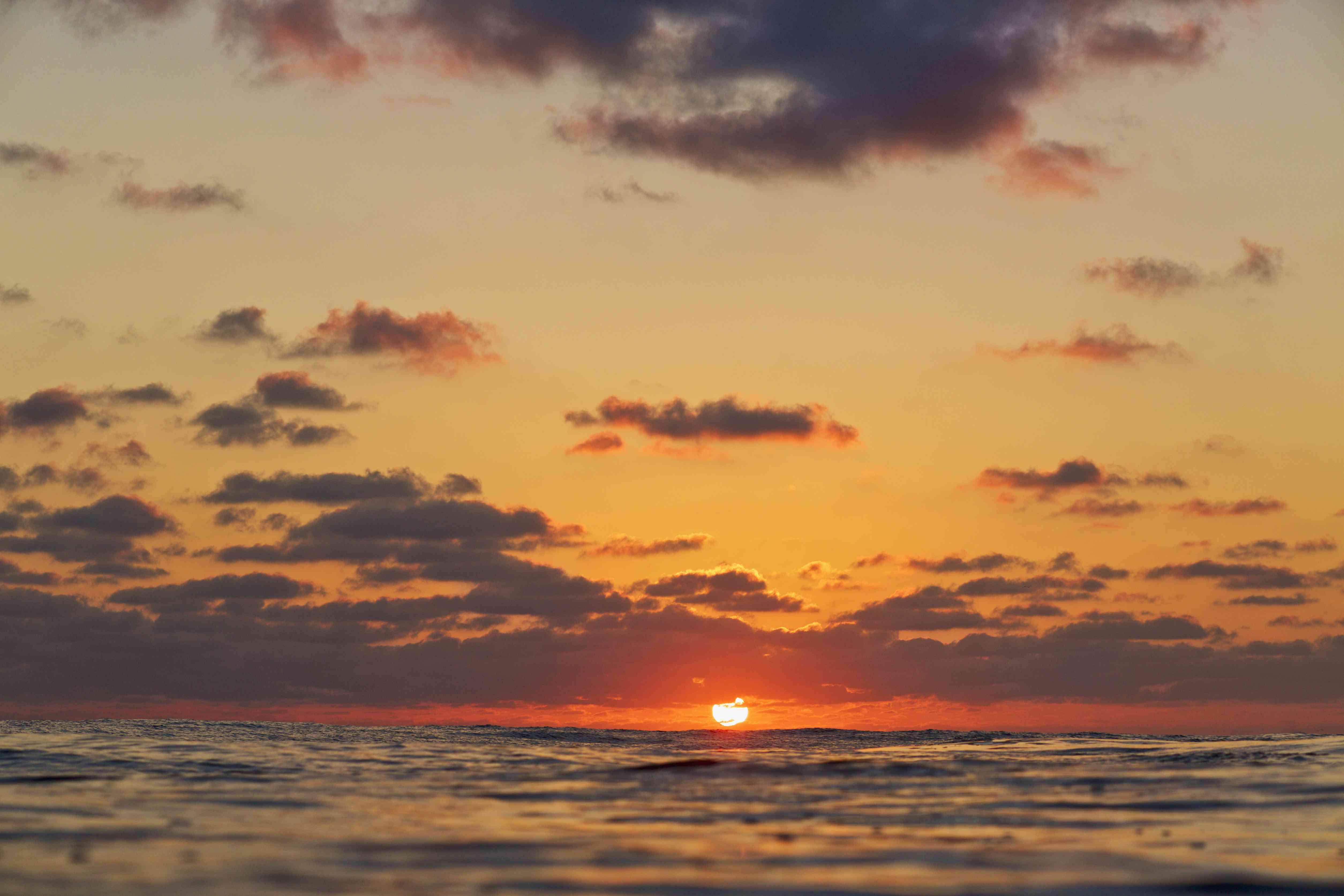 Puesta de sol sobre el horizonte del océano, Punta de Mita, Nayarit, México