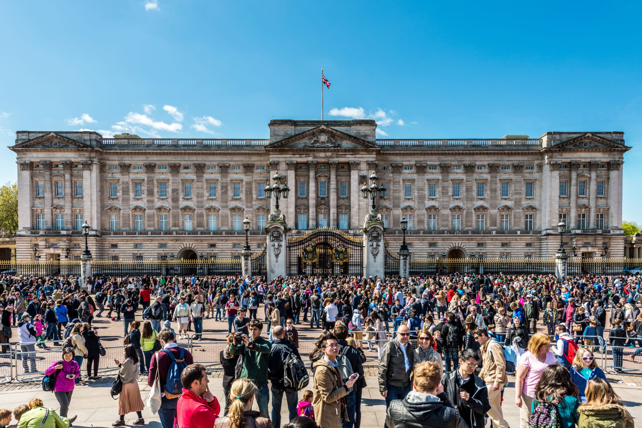 People gathering outside Buckingham Palace.