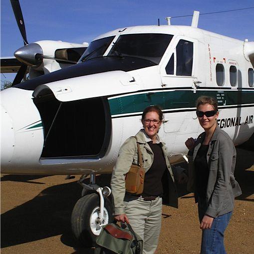 Marcia (izquierda) y Elizabeth Gordon Marcia (izquierda) y Elizabeth Gordon de Extraordinary Journeys Africa. Los fundadores y líderes de EJ Africa
